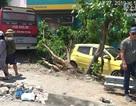 """Xe khách nổ lốp """"quét"""" hàng loạt phương tiện, 2 người tử vong, 3 người trọng thương"""