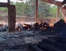 Kho gỗ hương bốc cháy dữ dội, hàng tỷ đồng ra tro