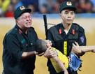 Chiến sĩ CSCĐ kể lại thời điểm cứu cháu bé bị co giật trên sân Thiên Trường