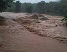 Một gia đình 3 người bị vùi lấp sau trận mưa lụt lịch sử