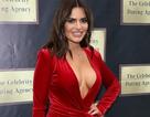 Megan Barton khoe ngực khủng với váy đỏ rực
