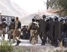 Khung cảnh tan hoang như chiến trường tại nơi đặc nhiệm Kyrgyzstan đột kích bắt cựu Tổng thống
