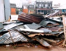Lốc xoáy làm sập nhà khiến một phụ nữ đang xem ti vi tử vong