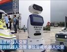 """Xem robot cảnh sát giao thông """"đi tuần"""" trên đường phố Trung Quốc"""