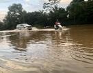 """Hà Nội: Tạnh mưa 2 ngày, đường vẫn ngập như """"sông sâu"""""""