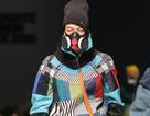 Mặt nạ phòng độc, dù, màng lọc không khí... vào bộ sưu tập thời trang sinh viên