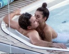 Leonardo DiCaprio và bạn gái tình tứ trên du thuyền