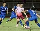 Trọng tài lại gây tranh cãi, Sài Gòn FC thua sát nút B.Bình Dương