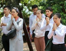 Hà Nội: Dân công sở đội nắng 40 độ C đi lễ rằm tháng bảy