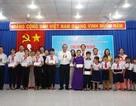Phó Thủ tướng Trương Hoà Bình tặng quà gia đình chính sách, hộ nghèo