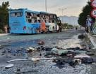 Hai xe khách tông nhau, 1 người chết, hàng chục người bị thương