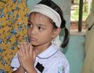 Đớn đau cảnh bé gái 6 tuổi duy nhất sống sót trong gia đình bị đất đá vùi lấp