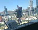 """Cô gái ngã từ tầng 6 vì tạo dáng trên ban công để chụp ảnh """"sống ảo"""""""