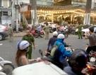 Người đàn ông bị chém gần đứt cánh tay trên phố Sài Gòn