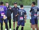 """HLV Akira Nishino """"trảm"""" trợ lý trước thềm đại chiến với đội tuyển Việt Nam"""