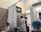 Vụ cháy nhà máy Rạng Đông: Phóng viên tại hiện trường đau đầu, chếnh choáng đi khám bệnh