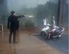 """Clip """"nhân viên khách sạn đuổi không cho phụ nữ và trẻ em trú mưa lớn"""" gây phẫn nộ tuần qua"""