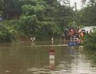 Đường ngập sâu, nhà dân tốc mái vì mưa lốc