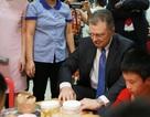 Đại sứ Mỹ múa lân, làm bánh Trung thu cùng trẻ khuyết tật ở Hà Nội
