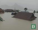 Miền Trung mênh mông nước lũ, hàng trăm ngôi nhà ngập đến tận nóc