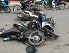 Ô tô tông hàng loạt phương tiện, 4 người bị thương