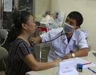 Sau vụ cháy Công ty Rạng Đông: Lo nhiễm độc, người dân ùn ùn đi khám