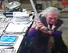Cụ bà 82 tuổi cầm gậy đánh cướp