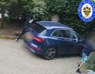 Mẹ trẻ đại chiến 3 tên cướp quyết giữ cho được xe Audi