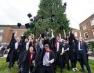 Đại học Middlesex Anh Quốc tặng quà cho sinh viên Việt Nam nhân dịp năm học mới