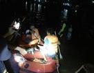Tàu chở 7 ngư dân cùng 3 tấn ngao lật trên sông, 1 người mất tích