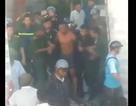Nam thanh niên ôm bình gas cố thủ nhiều giờ, xả gas dọa cho nổ