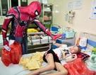 """Chàng trai hoá thân thành """"người nhện"""" đi truyền lửa cho các bệnh nhi ung thư"""