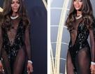 Choáng váng với váy hở bạo của Naomi Campbell
