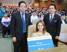 Nữ sinh bại liệt hai chân được ĐH Kinh tế TPHCM trao học bổng toàn phần suốt 4 năm