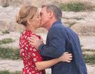 Daniel Craig tình tứ hôn bạn diễn tại trường quay