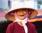 Đi chợ quê có các bà nhuộm răng đen