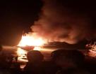 Tàu cá bốc cháy sau tiếng nổ lớn, nhiều người bị thương và mất tích