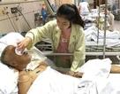 Khép lại giảng đường đại học, nữ sinh bắt xe tức tốc vào viện chăm bố