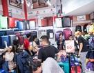 Dòng người mua vali vẫn tấp nập dù đang mùa du lịch thấp điểm