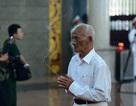 Đồng đội lưu luyến tiễn đưa Anh hùng Đại tá phi công Nguyễn Văn Bảy