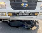 """Xe tải cuốn xe máy ở ngã tư """"tử thần"""", 2 người thương vong"""