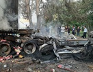 Xe container bốc cháy sau cú bẻ lái tông vào vệ đường, tài xế chết cháy trong cabin