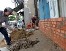 """Người Sài Gòn hối hả xây tường rào chống """"giặc nước"""""""
