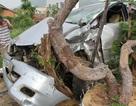 Tàu hỏa húc văng ô tô 7 chỗ, tài xế may mắn bị thương nhẹ