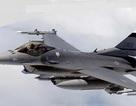 """F-16 Iraq dội bom """"thổi bay"""" nơi trú ẩn của 30 chỉ huy IS ở Syria"""