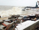 Triều cường, sóng lớn lại đánh sập nhà dân ở Phú Yên!