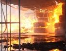 """Cháy lớn tại công ty chứa toàn """"mồi ngon"""" của lửa"""