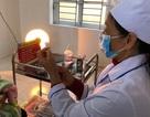 Bé gái tử vong sau tiêm vắc xin được phát hiện khi người đã lạnh, chảy máu mũi