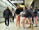 Hàng trăm người đồng loạt không mặc quần khi đi tàu điện