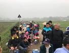 Hàng chục người dân vẫn bám trụ ngày đêm, chặn xe vào bãi rác Nam Sơn